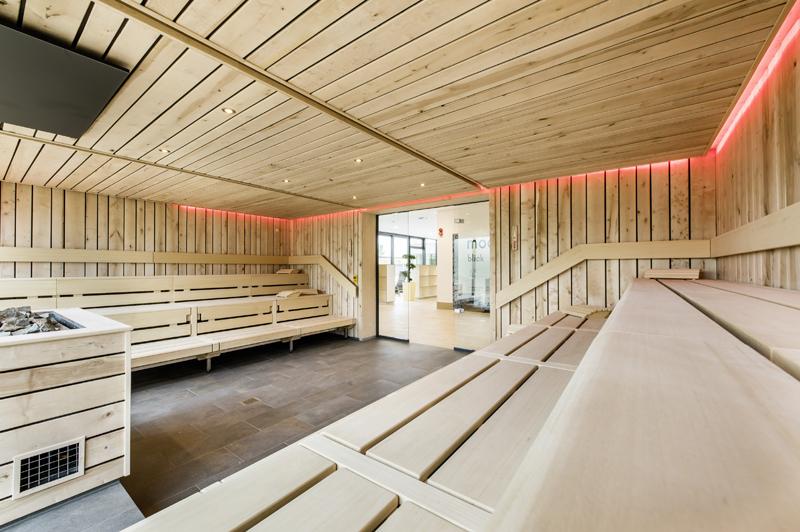 HA,KULT 148346_Hallenbad_Neustadt_Rbge_i_cb_0925 Die Sauna als nächtliche Wohlfühloase Lifestyle Anzeige Kultur