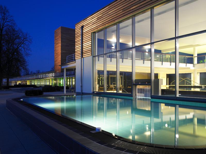 HA,KULT r_aspria_hannover_maschsee_outdoor-pool Die Sauna als nächtliche Wohlfühloase Lifestyle Anzeige Kultur